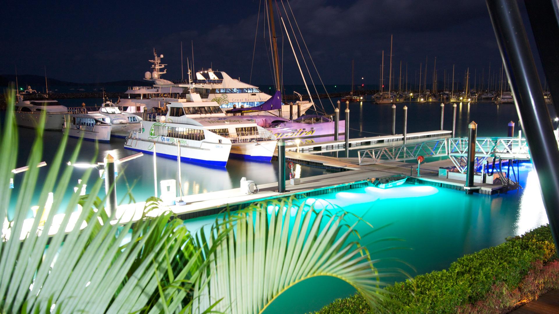 aqualuma underwater dock light. Black Bedroom Furniture Sets. Home Design Ideas